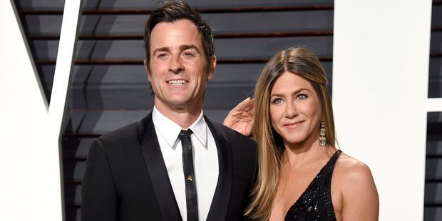 Brad Pitt And Jennifer Aniston Are Still In Contact 'Texting Each Other'