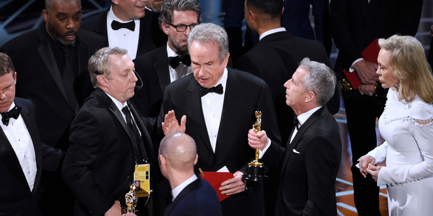 Loading Warren Beatty discusses the results of the award for best picture with Academy officials. Photo / AP