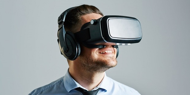 "The problem with VR headsets, which have been linked to eye strain and dry eye problems, relates to what eye specialists call the ""convergence-accommodation reflex"". Photo / 123RF"