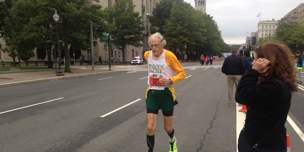 Dixon Hemphill, then 90, was the oldest competitor at the 2015 Navy Mile in Washington. Photo / Washington Post / Kelyn Soong.