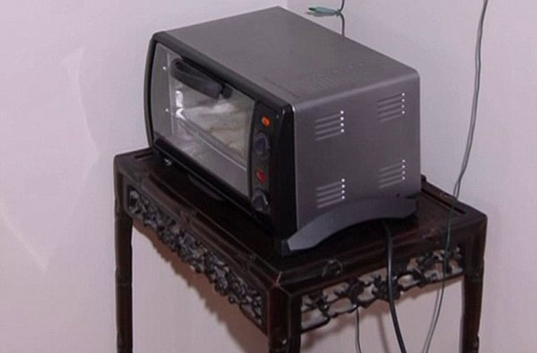 Police grew suspicious after a Balinese table and a toaster (pictured) belonging to Ms McGlynn were found inside Gavare's home. Photo / Channel Seven