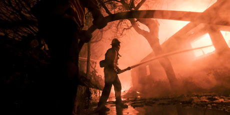 Firefighters are fighting the Walsh fire when he burns a house in Malibu, California. Photo / AP