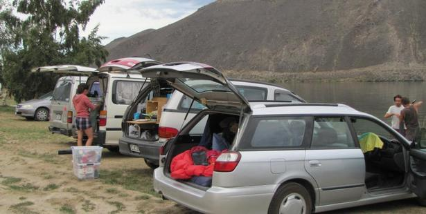 Freedom campers at Champagne Gully on the shores of Lake Dunstan last week. Photo / Pam Jones