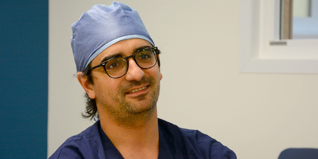 Dr Diego Gonzalez spent time at Waikato Hospital teaching a highly specialised surgery technique that will make lung surgery quicker and less painful and invasive for patients. Photo / Waikato DHB