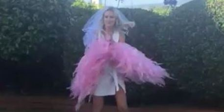 Hannah poses with a feather boa. Photo / via Instagram