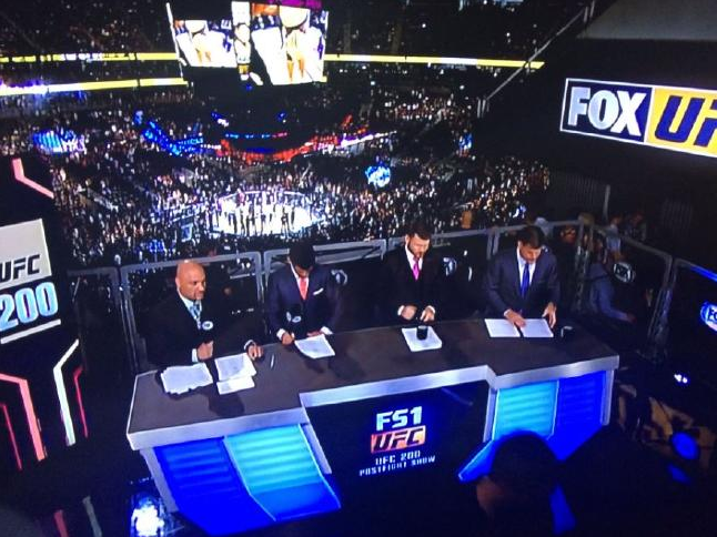 The picture Aussie fans were forced to watch while the main event fight was on. Photo / Twitter