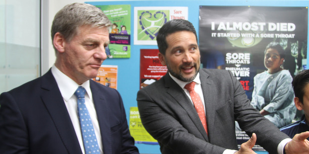 Dr Lance O'Sullivan explaining MaiHealth to then Prime Minister Bill English earlier this year.