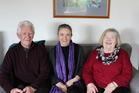 Andrew Szymanik, left, and Katy Szymanik, right, with Kapiti dementia adviser Sheena Farquhar. Photo / Rosalie Willis